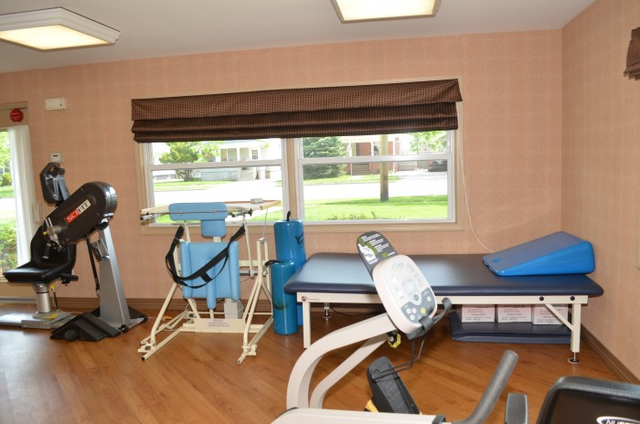 Elmwood Terrace Physical Therapy Room in Aurora, IL